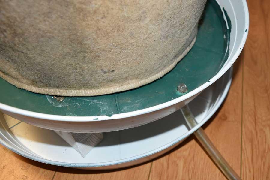 self draining saucer